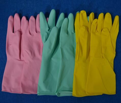 purple cleaning gloves